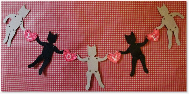 articulated-cats-doll-garland-Valentine