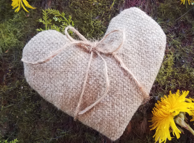 Lavender sachets - free patterns - heart with twine.png